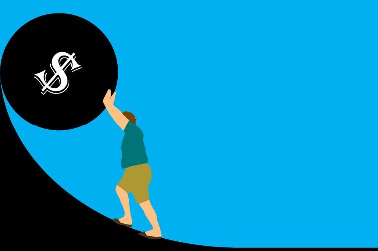Долги, кредиты, ипотека – это давит на человека