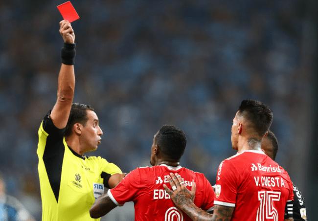 Замены в футболе при красной карточке